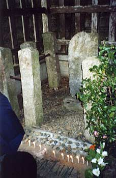 Tsukahara Bokuden's grave during the prayer ceremony. Photo by D. Klens-Bigman